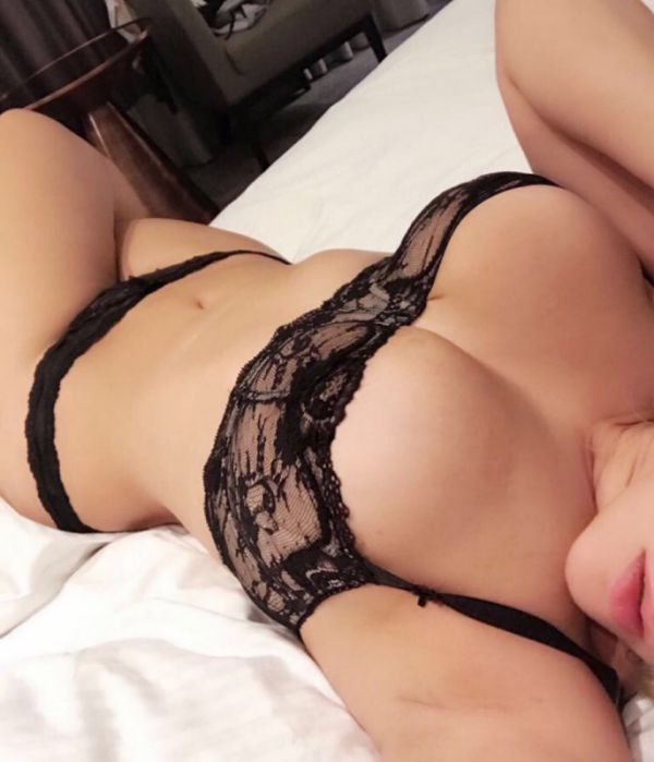 Vip escort in Manama: Sonia wants to meet a gentleman