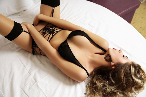 Elite escort in Bahrain: Leona for VIP service