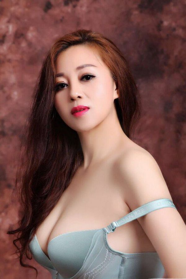 Escort Aini in Bahrain for massage