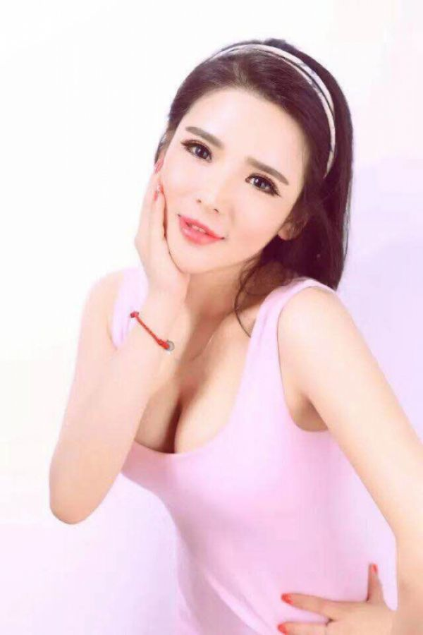 Korea Girl Lucy, an adult escort, phone number for booking +973 35 373 054