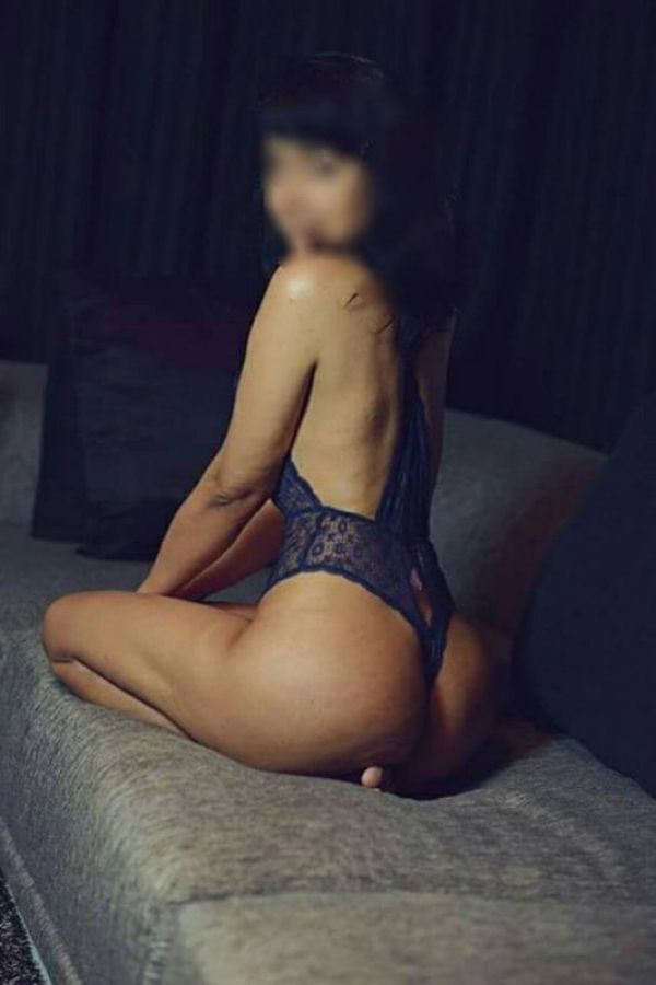 Escort 24 7, Kiara is a perfect partner for sex in Bahrain