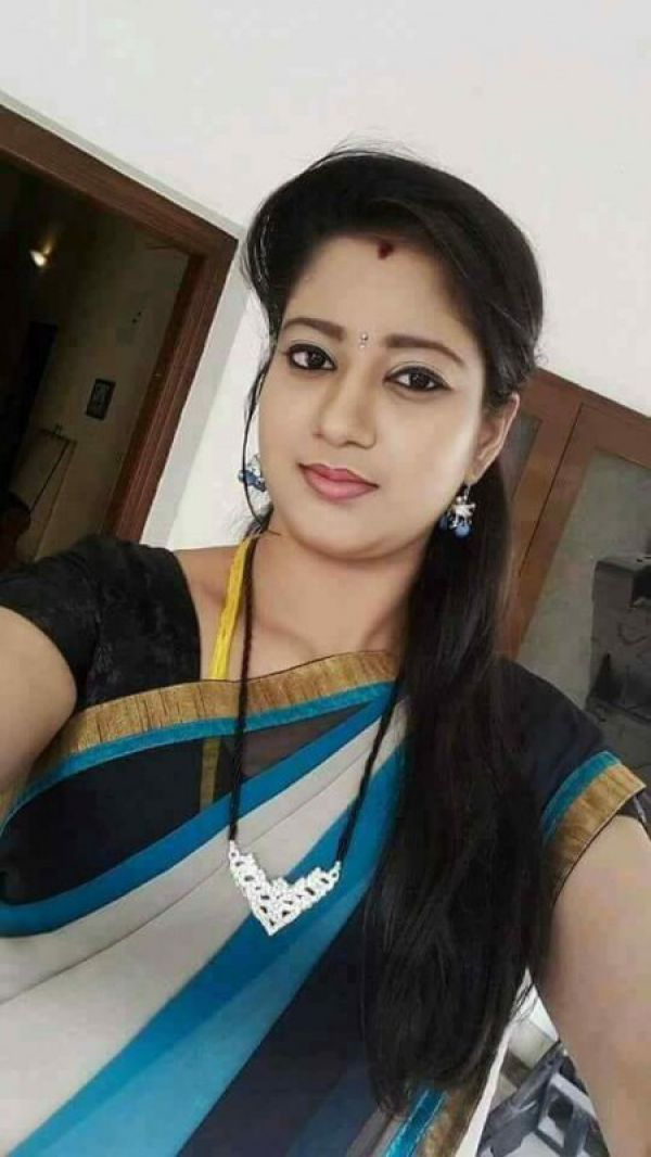 Rachna Indian escorts Bahrain citizens and guests for BHD 250/hr