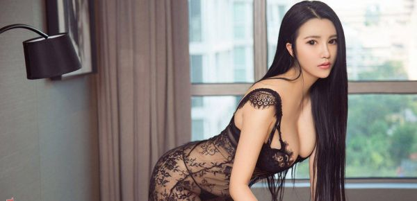 Invite Manama outcall escort Bebe to your flat or hotel room
