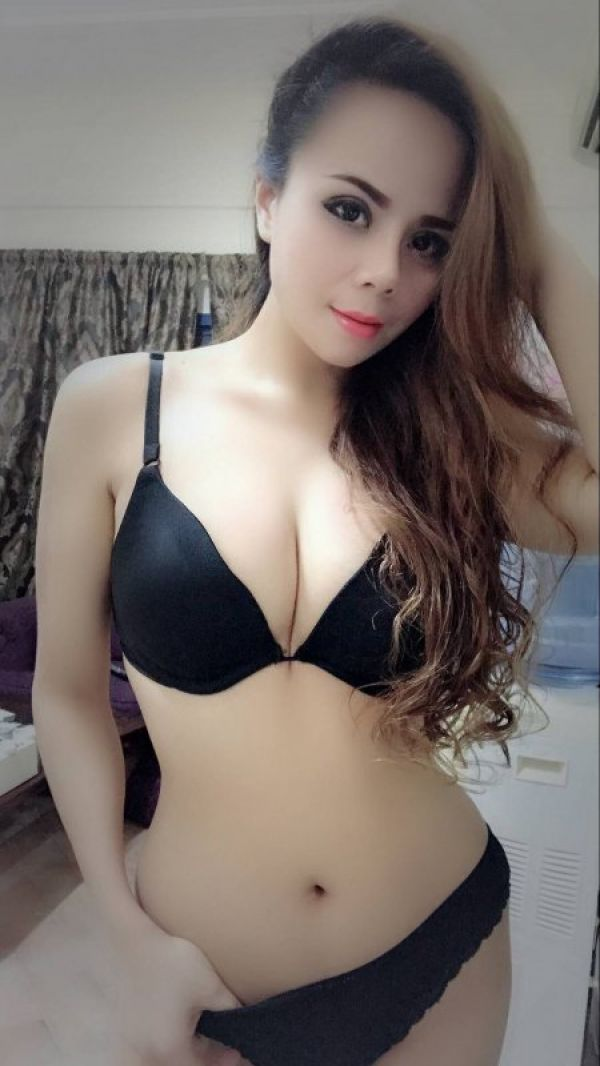Vivian, an adult escort, phone number for booking +973 39 368 560
