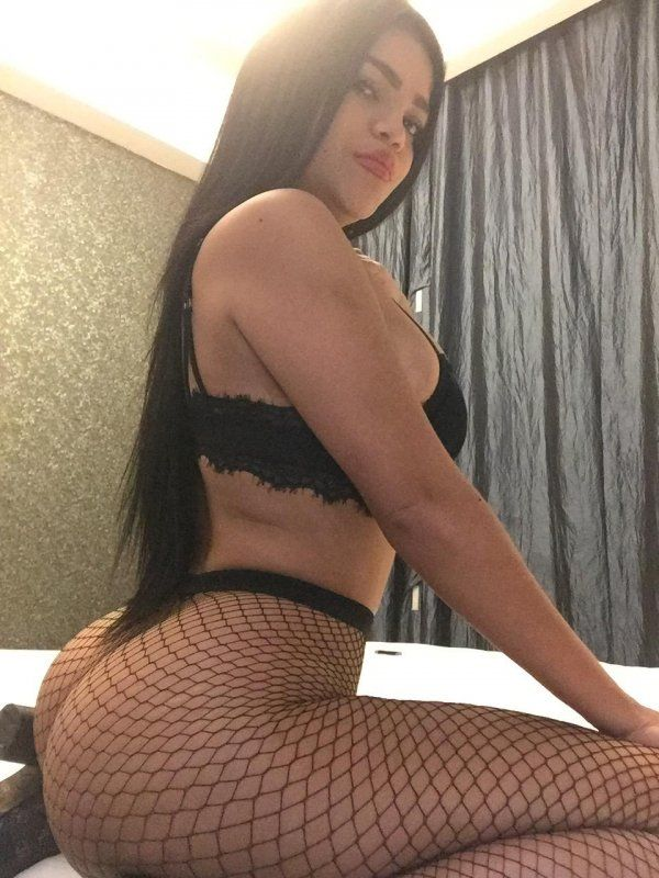 Call girls Bahrain — escort Lucy MISTRESS Colombia