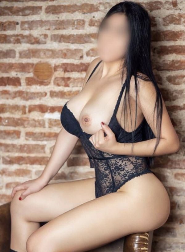 19 years NATURAL BOOBS for escort dating in Manama 24 7