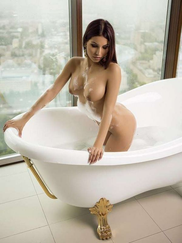 Have sex in Bahrain with a 19 y.o. escort Salma