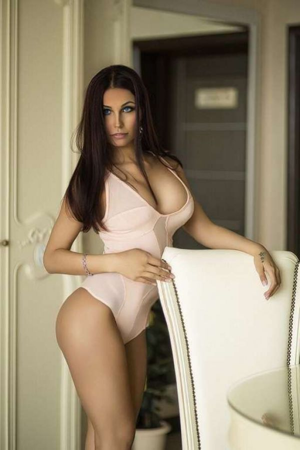 Book Manama escort for outcall (1 hour - BHD 150)
