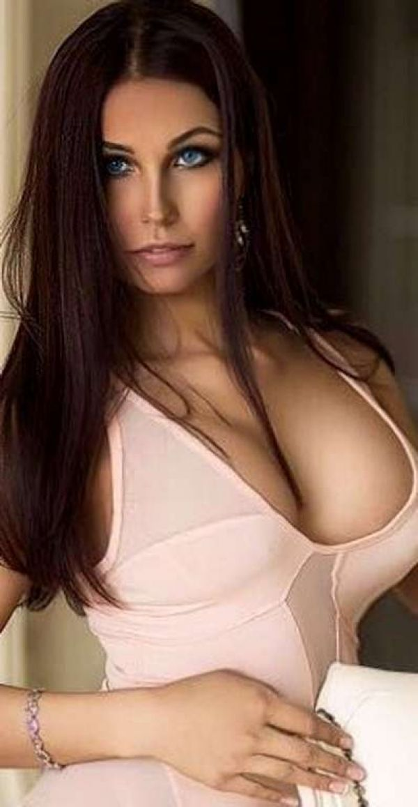 Invite Manama outcall escort Salma to your flat or hotel room