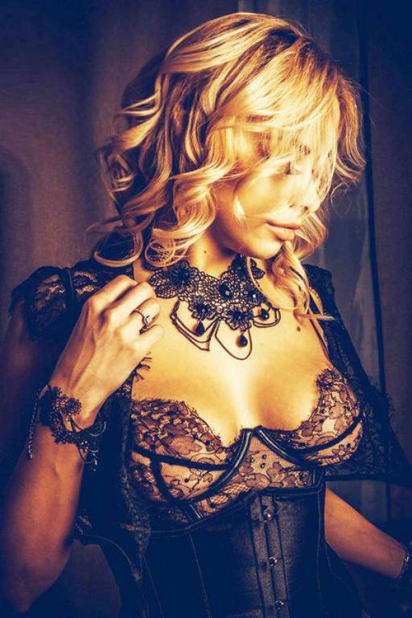 Cheap escort Angela: rate from BHD 130 per hour