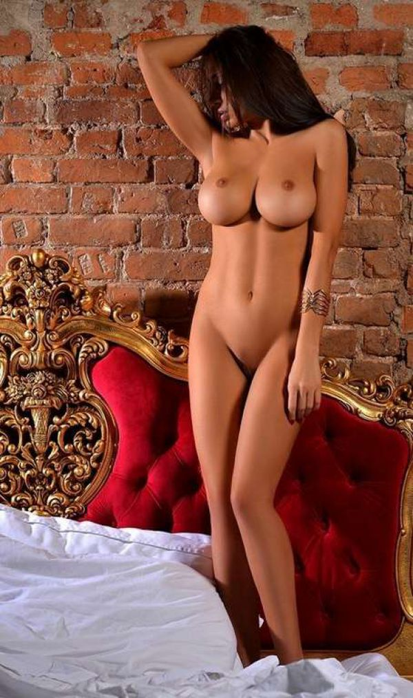 See sexy photos of whore Salma on escort listings